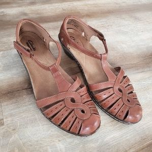 Clark's Collection Closed Toe Sandals